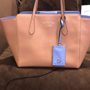 Gorgeous Gucci tan/Light Blue Leather tote